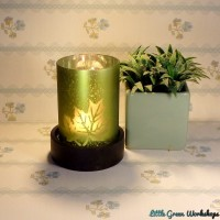 Frosted Leaf Design Tealight Holder with Wooden Base – Emerald