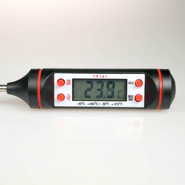 Digital Thermometer Close u